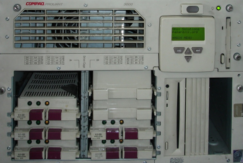 The photo shows a rack mounted Compaq Proliant 3000 Server with 8 SCSI drive slots. 5 of the slots are occupied by 36.4GB, 18GB, 9.1GB, and 4.3GB. 3 scsi slots (2 in 1 bank, and 1 in the other) are empty, and the raid had become corrupt.